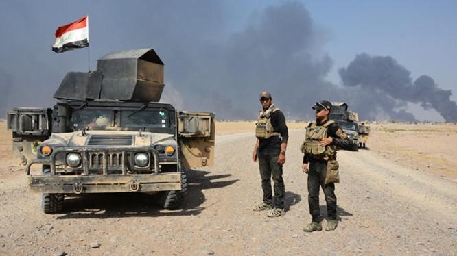 Binh sĩ quân đội Iraq trên đường tấn công vào Mosul