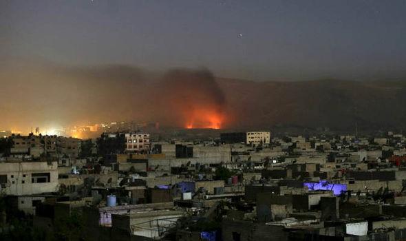 Không quân Nga không kích đêm trên chiến trường Syria