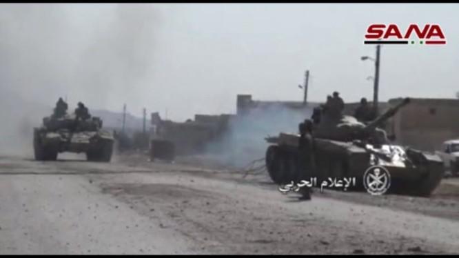 Xe tăng quân đội Syria tiến công trên chiến trường Aleppo