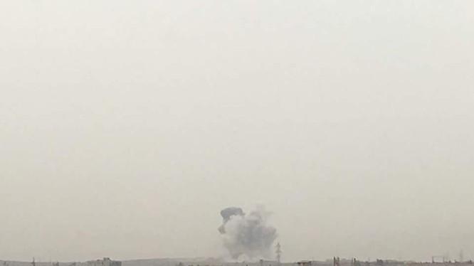 Vụ đánh bom tự sát bằng xe VBIED nhìn thấy từ xa trên thành phố Aleppo