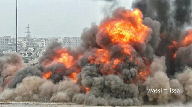 Vụ nổ kinh hoàng tiêu diệt toàn bộ trung tâm hành binh của lực lượng Hồi giáo cực đoan