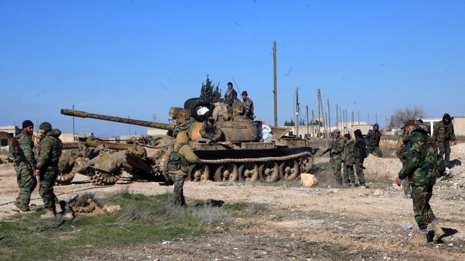 Xe tăng quân đội Syria chuẩn bị tấn công