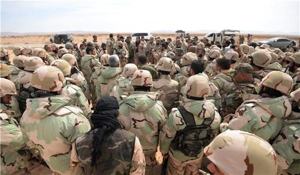 Binh sĩ lực lượng Diều hâu Sa mạc tập trung chuẩn bị chiến đấu