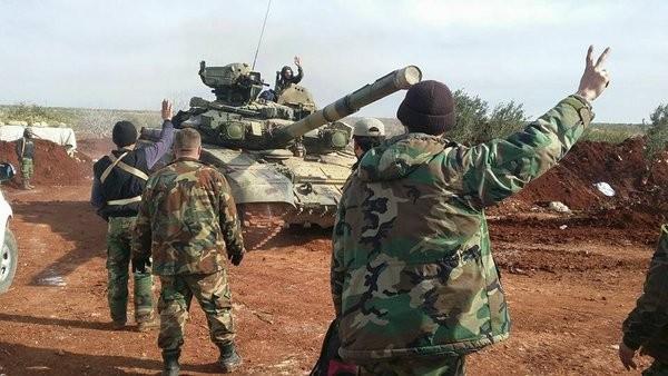 Binh sĩ Syria với xe tăng T-90 trên chiến trường Aleppo