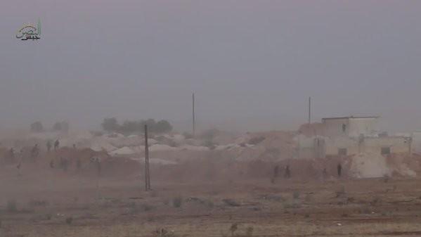 Nhóm chiến binh Hồi giáo cực đoan tấn công trận địa phòng ngự của quân đội Syria ở vùng nông thôn miền Bắc tỉnh Hama