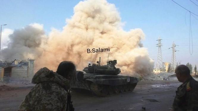 Xe tăng quân đội Syria chiến đấu trên chiến trường Aleppo