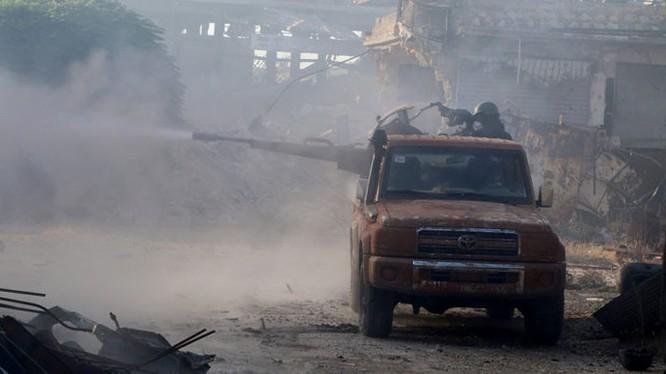 Binh sĩ Syria xả đạn vào khu dự án 1070 Aleppo