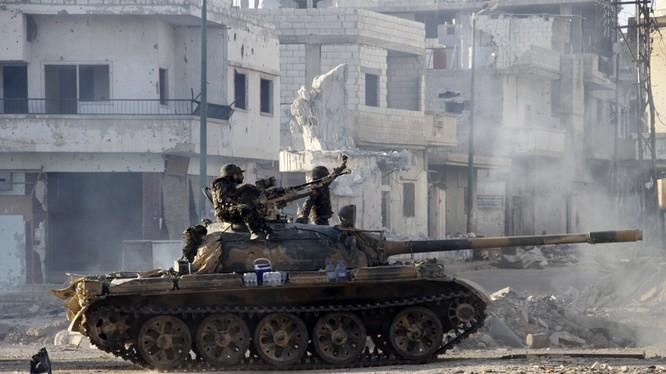 Xe tăng quân đội Syria tiến công trên dự án 1070 Aleppo