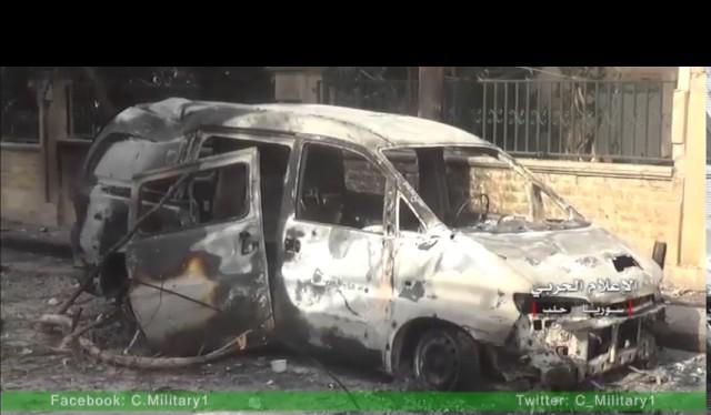 Xe cơ giới bán tải của lực lượng Hồi giáo cực đoan cháy đen trong quận Al-Assad, Aleppo