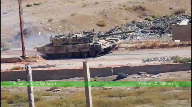 Xe tăng quân đội Syria tấn công trên chiến tuyến Tây Ghouta