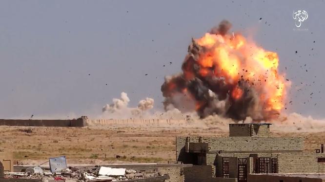 Cận cảnh một vụ đánh bom tự sát VBIED trên chiến trường Mosul