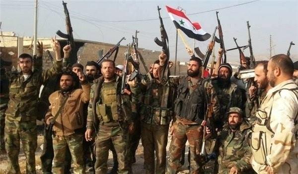 Binh sĩ Syria ăn mừng chiến thắng trên chiến trường Aleppo
