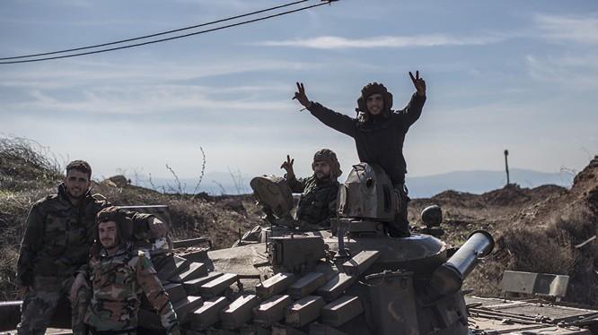 Binh sĩ quân đội Syria trên xe tăng )ảnh minh họa)