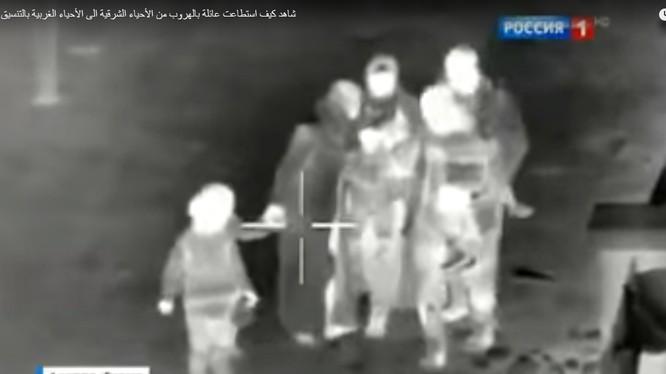 Hoạt động giải cứu người dân được ghi lại bằng camera trinh sát hồng ngoại