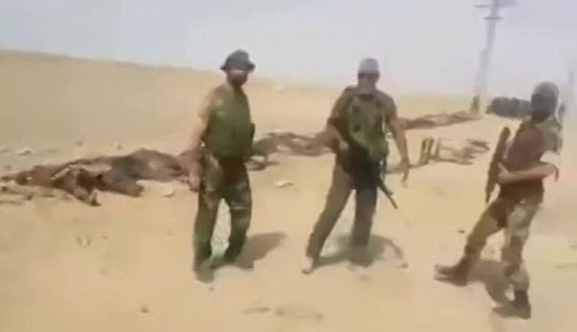 Thiếu tướng Issam Zahreddine kiểm tra kết quả trận chiến trên chiến trường Deir ez Zor