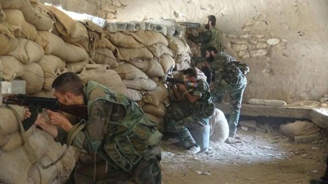 Binh sĩ Syria chiến đấu trên chiến trường Deir ez Zor