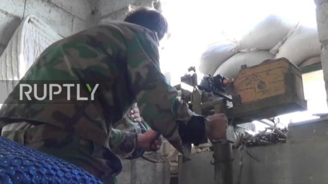 Binh sĩ quân đội Syria chiến đấu trên vùng Đông Ghouta