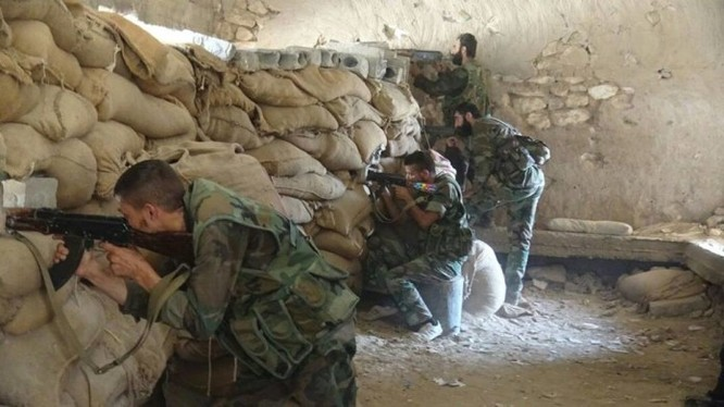 Binh sĩ quân đội Syria phòng ngự