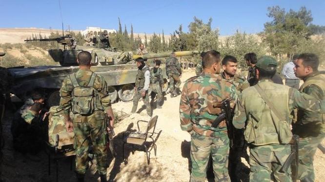 Binh sĩ quân đội Syria trên vùng ngoại ô thủ đô Damascus