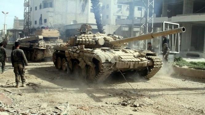 Xe tăng quân đội Syria thuộc lực lượng Vệ binh Cộng hòa trên chiến trường Deir ez Zor