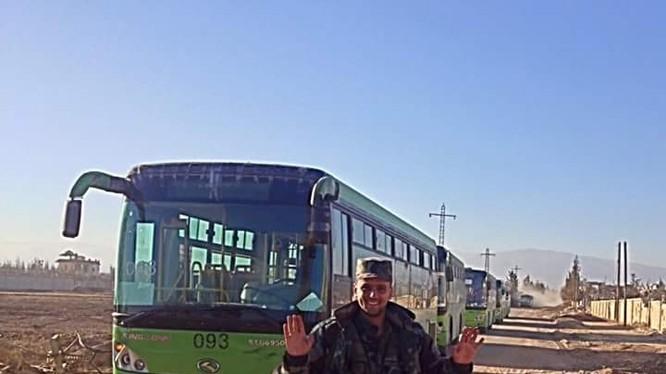 Những xe buýt xanh hòa giải dân tộc Syria đã sẵn sàng chở các chiến binh cực đoan về Idlib