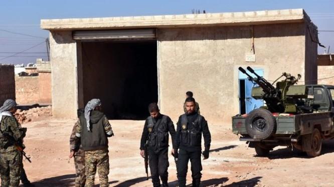 Lực lượng Toàn dân Kháng chiến Syria SRN trên chiến trường Đông Aleppo.