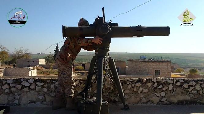 Chiến binh al-Zenki sử BGM-71 TOW của Mỹ ở Aleppo