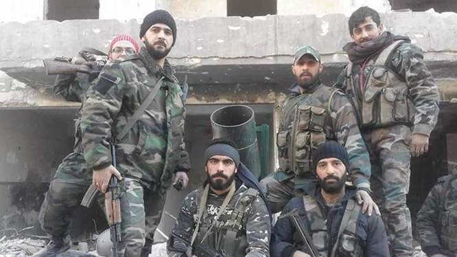 Binh sĩ quân đội Syria chuẩn bị tấn công Trại Yarmouk