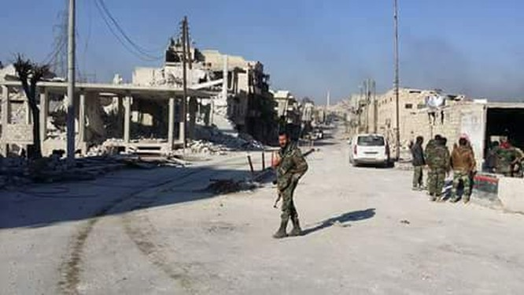 Binh sĩ Syria bảo vệ dân thường trên đường phố Aleppo