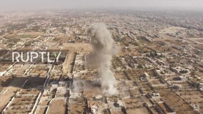 Không quân Syria không kích thành phố Douma, vùng ngoại ô Damascus