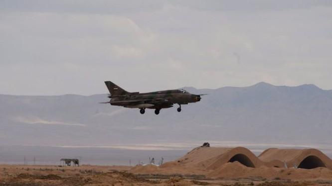 Máy bay phản lực không quân Syria trên sân bay