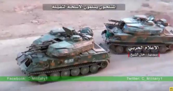 Hai chiếc xe Shika, lực lượng Hồi giáo cực đoan giao trả cho quân đội Syria