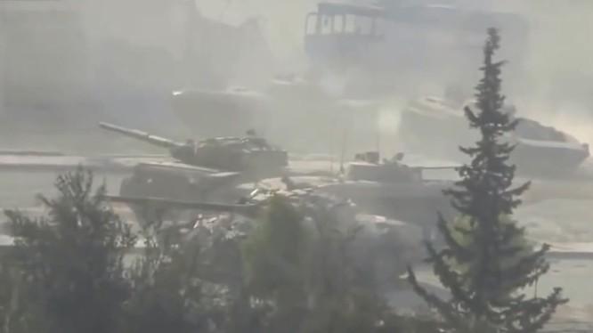 Xe tăng và xe BMP quân đội Syria tấn công trên chiến trường Aleppo