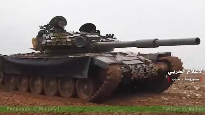 Xe tăng T-72B trên chiến trường thành phố Aleppo