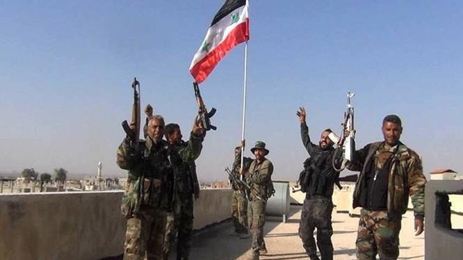 Binh sĩ quân đội Syria hân hoan chiến thắng trên vùng ngoại ô Damascus
