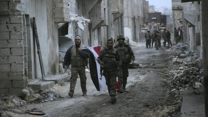 Binh sĩ Syria trên những con phố tan hoang vì bom đạn vừa được giải phóng