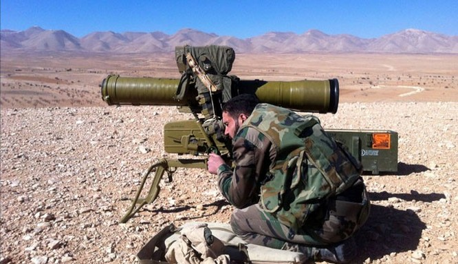 Binh sĩ quân đội Syria sử dụng tên lửa ATGM tấn công IS
