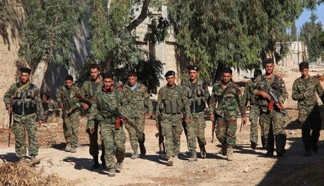 Binh sĩ quân đội Syria tiến vào khu phố đã giải phong ở Aleppo
