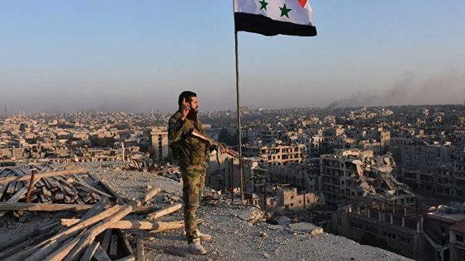 Binh sĩ quân đội Syria trên thành phố khổng lồ Aleppo