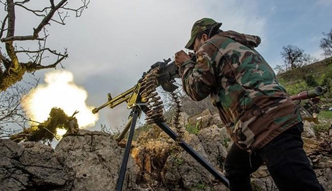 Binh sĩ quân đội Syria chiến đấu trên chiến trường Latakia