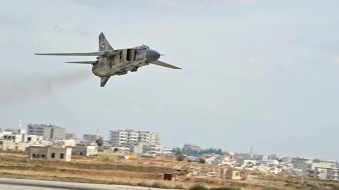 Máy bay chiến đấu của Syria cất cánh từ sân bay T-4 tỉnh Homs
