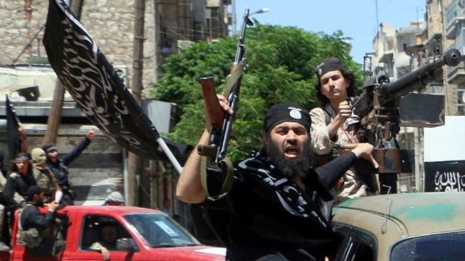 Chiến binh thuộc nhóm Liên minh Đối lập Syria (SOC) Ahmad al-Jarba
