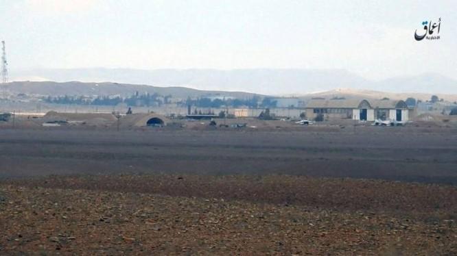 Chiến binh IS chụp ảnh quang cảnh sân bay T4, tỉnh Homs