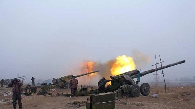 Pháo binh Ukraine giã đạn vào trận địa của dân quân Lugansk