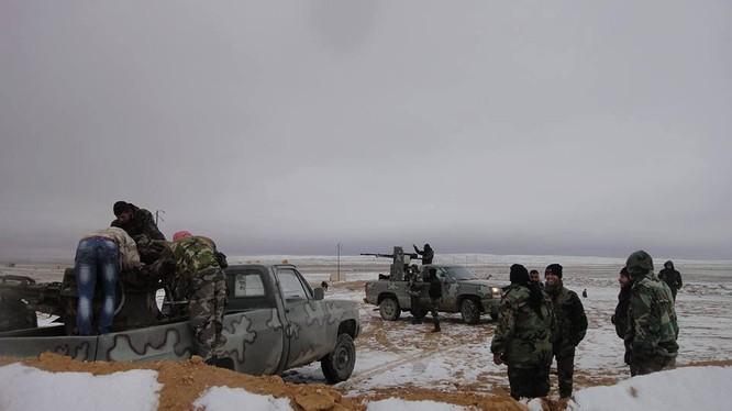 Binh sĩ quân đội Syria chiến đấu trên chiến trường Palmyra