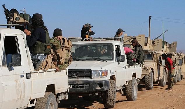 Nhóm hỏa lực của quân đội Thổ Nhĩ Kỳ hỗ trợ phiến quân tấn công thành phố al-Bab