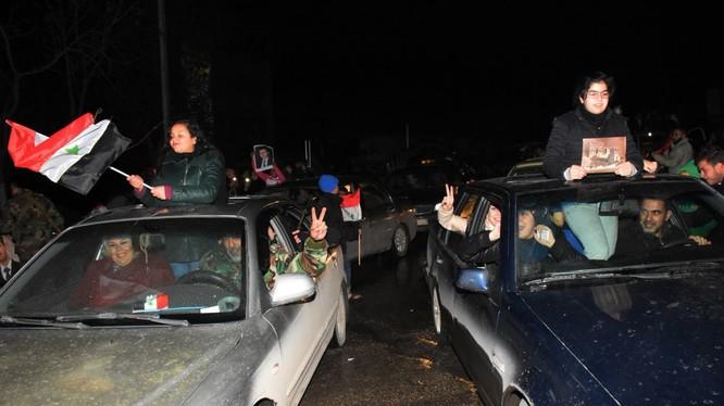Người dân Aleppo đổ xuống đường mừng giải phóng thành phố khỏi lực lượng thánh chiến
