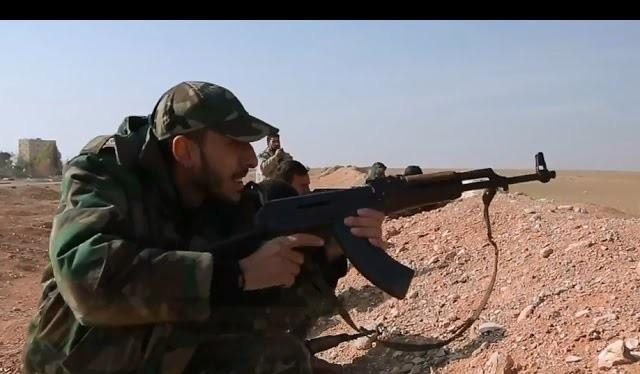 Binh sĩ quân đội Syria phòng ngự trên chiến trường sân bay T-4, Palmyra