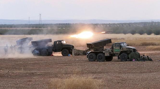 Pháo binh quân đội Syria tấn công