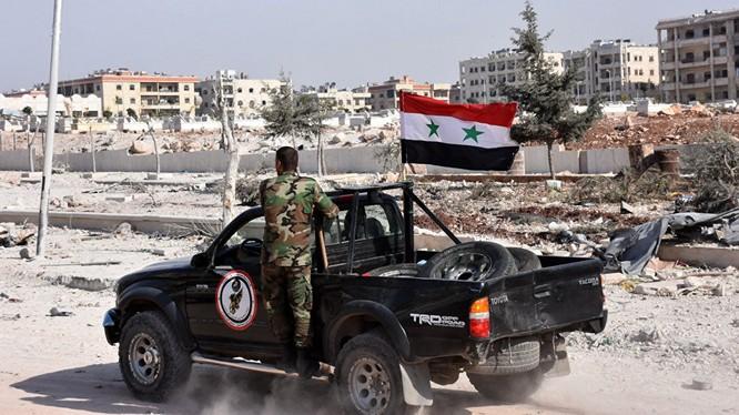 Binh sĩ quân đội Syria trên đường phố Aleppo sau giải phóng